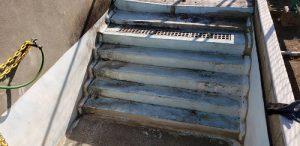 群馬県 小学校プール 床、壁塗膜撤去1 株式会社タナカペインティング-田中塗り床工業-