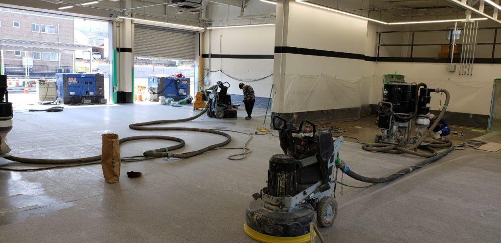 自動車整備工場スーパーフロア工事(床鏡面仕上げ) – 群馬県渋川市